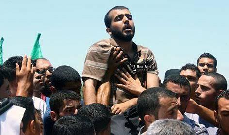 Photo of ياسر الحاج الناجي الوحيد في مجزرة صهيونية جديدة على عائلة مدنية