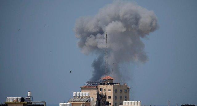 "Photo of بعدَ سنينَ من انتظارِه لمولودِه..صاروخٌ يختطفُ حياة ""أحمد""!"