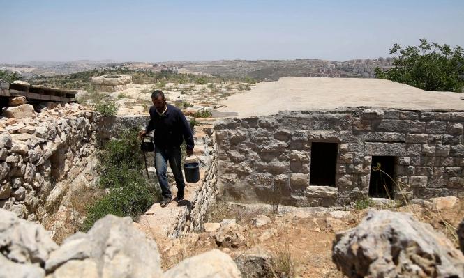 Photo of شوشحلة .. (4) فلسطينيينَ يواجِهونَ الاستيطانَ وحدَهم في قريتِهم المُهجّرةِ