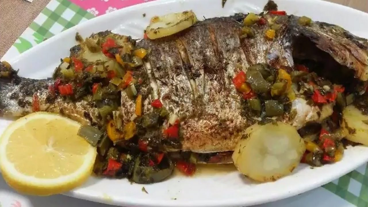 Photo of سمكة محشية بالروبيان والبطاطس
