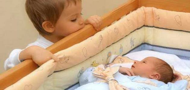 Photo of كيف تواجهينَ غَيرةَ طفلِكِ الأولِ من المولودِ الجديدِ؟