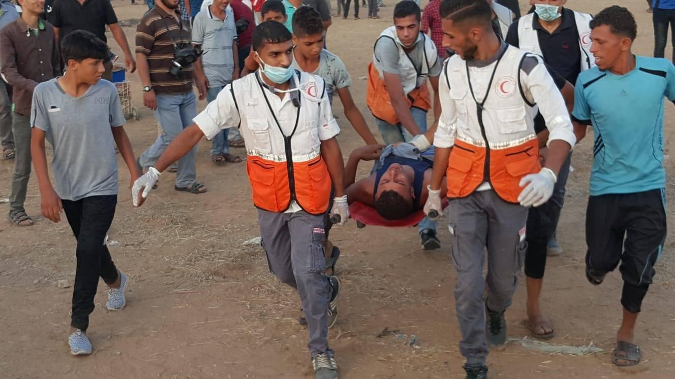 "Photo of مُعتز أيوب ""جوكر الميدان"" بينَ مُسعِفٍ وممرضٍ وسائقٍ وإطفائيّ !"