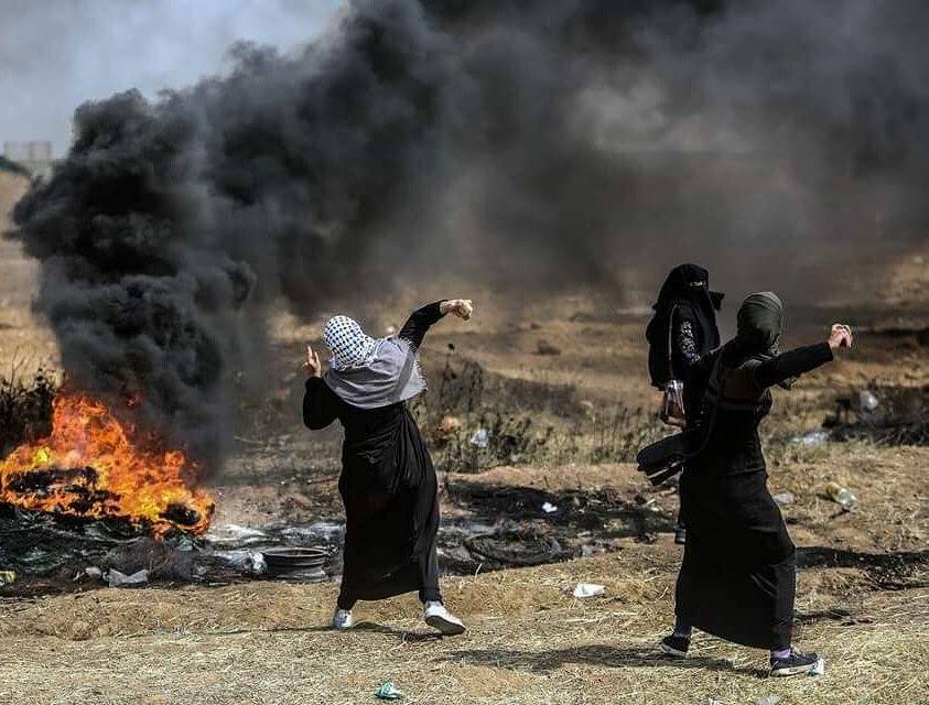Photo of فلسطينياتٌ من أجلِ كسرِ الحصارِ والعودةِ؛ أكّدتْ المؤكَّدَ