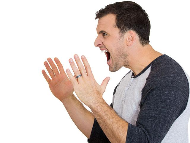 Photo of الزوجُ سليطُ اللسانِ يَقتلُ العلاقاتِ الزوجيةَ والأُسرية