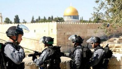 Photo of انتهاكاتٌ وممارساتٌ لتهويدِ القدسِ.. مَقدسيونَ صامدونَ في وجهِ التهويدِ